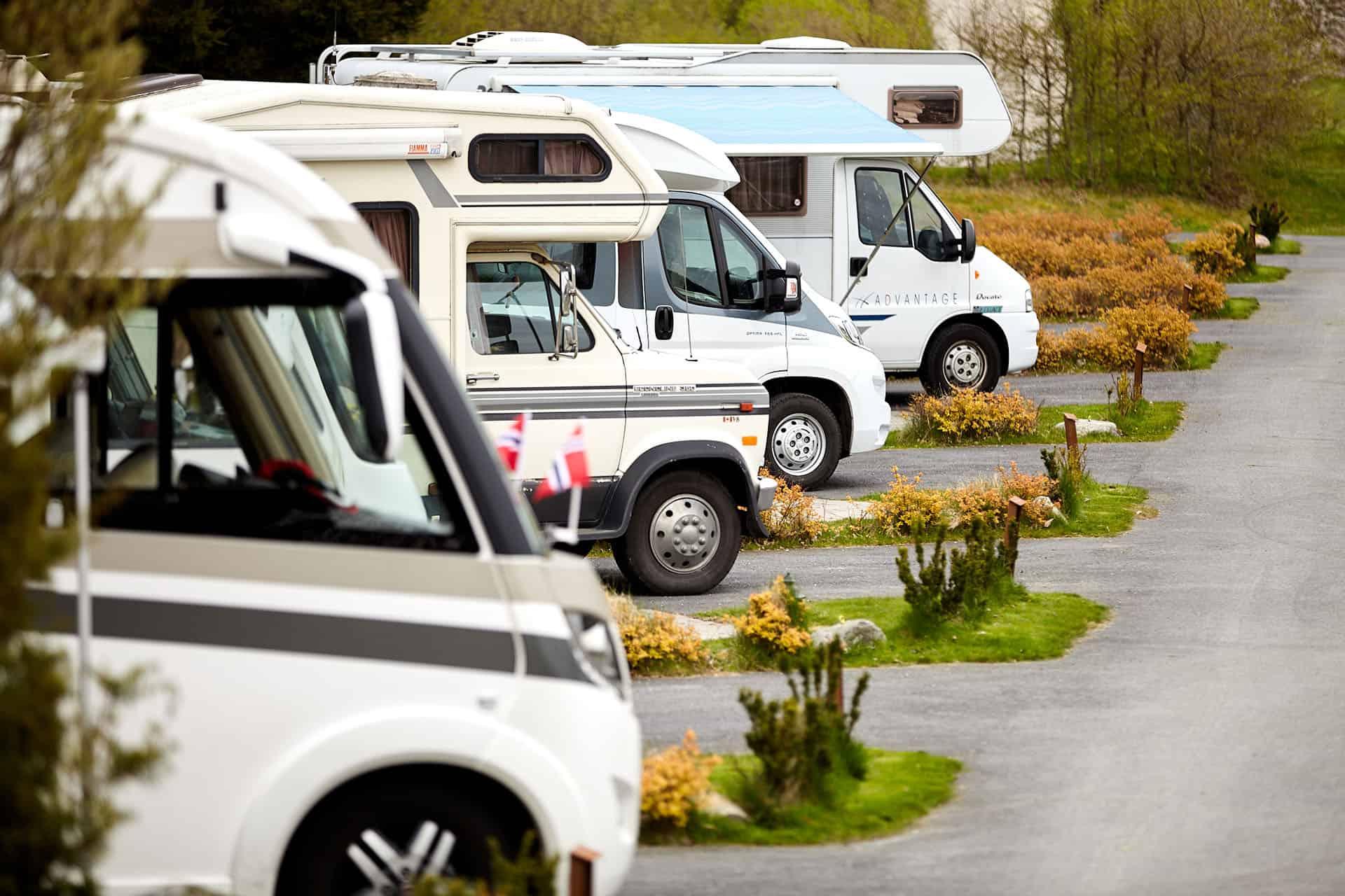 Fyra husbilar uppställda i Bobilparken i Bohuslän.