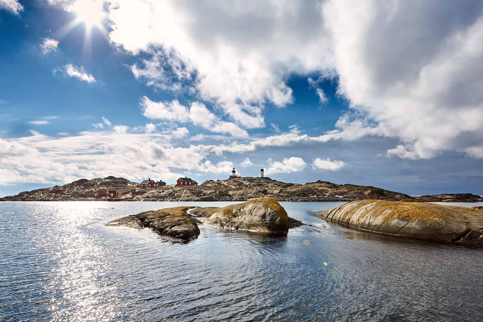Bild på Ursholmens kobbar och skär i närheten av Strömstads kust.